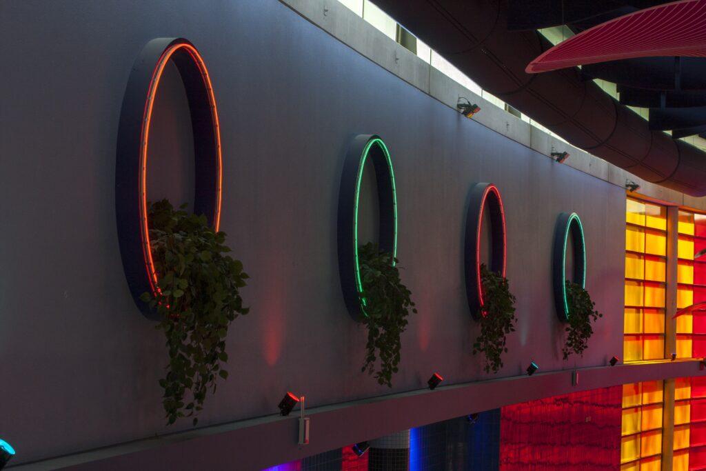 van artist impression naar eindproduct LED ring wand ornamenten (1)-min